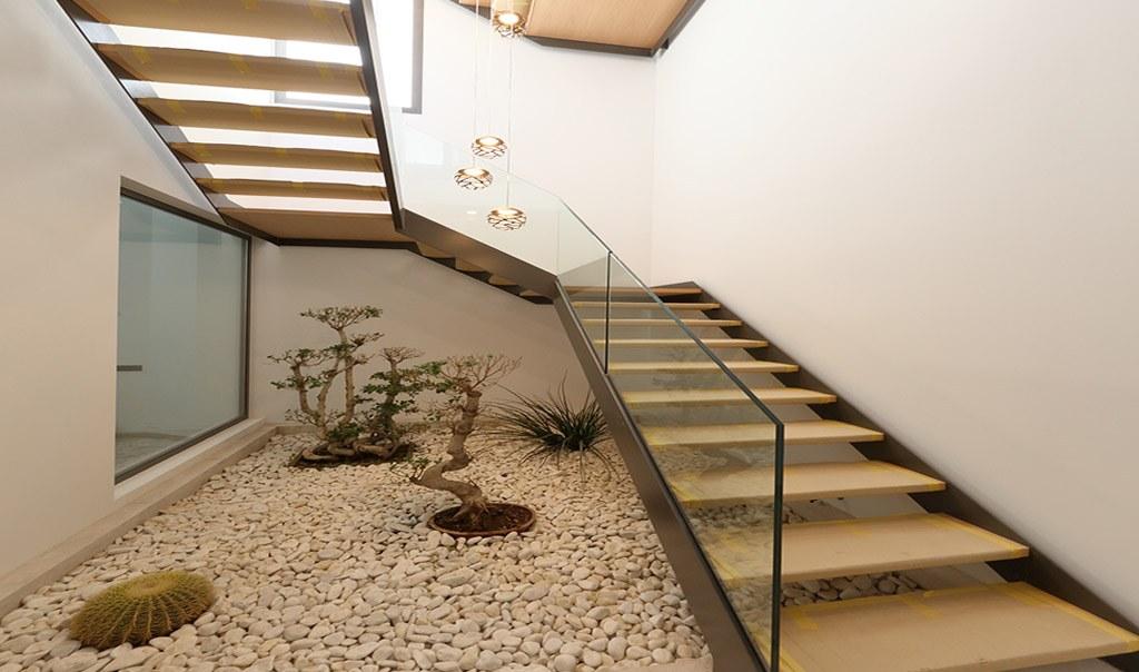 vivienda-mallorca-son-vida-pascal-arkipolis-escalera-interior-metalica-madera